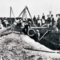 明治時代の青森市での水道工事のようす