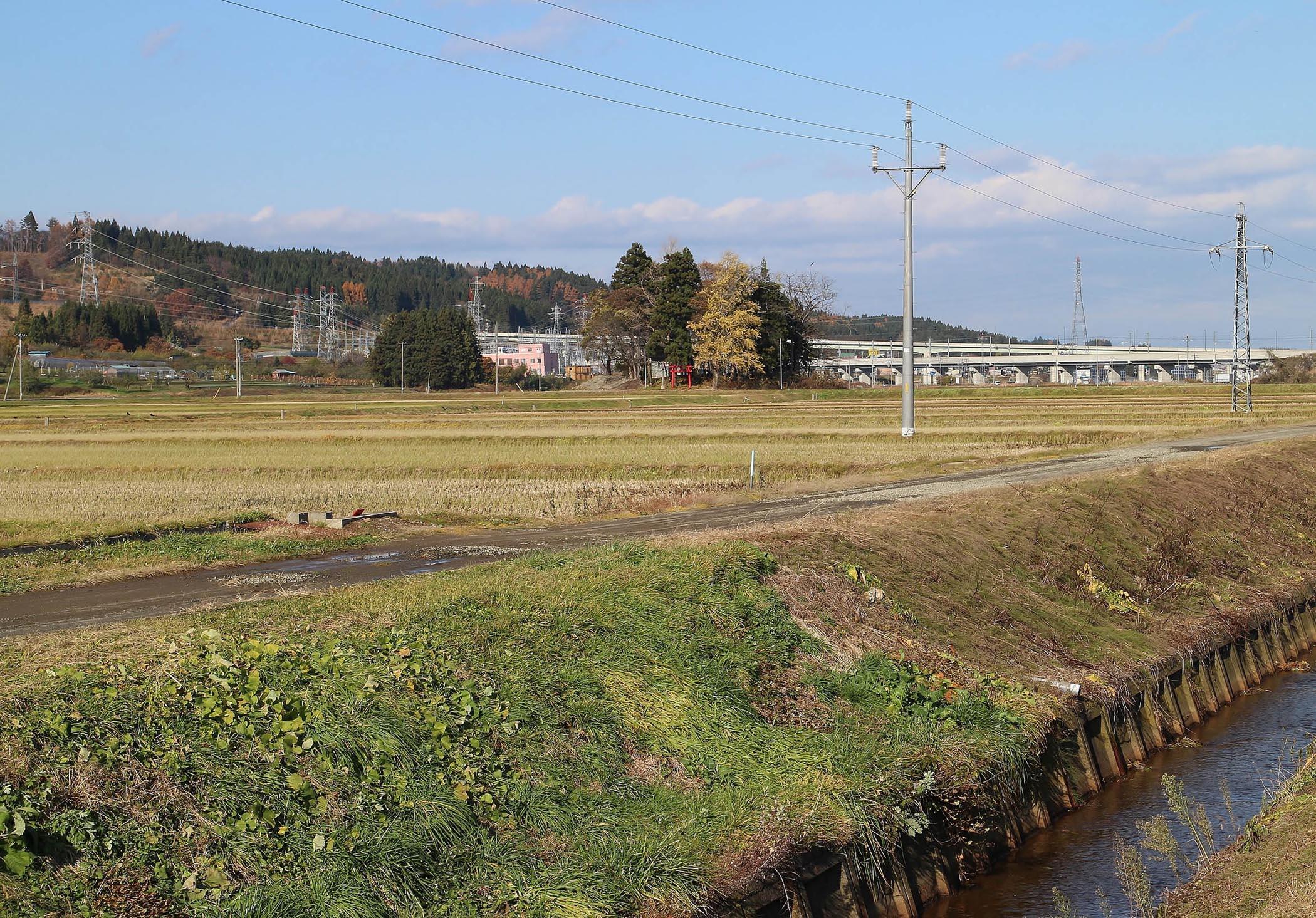 写真2 現在の同じ場所から写した風景。2016(平成28)年11月撮影。
