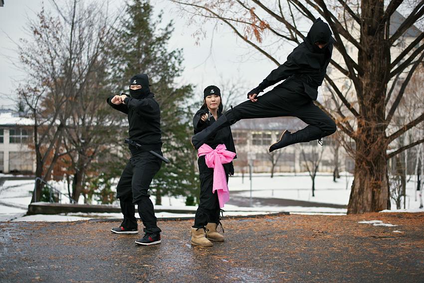 写真3 青森大学忍者部員