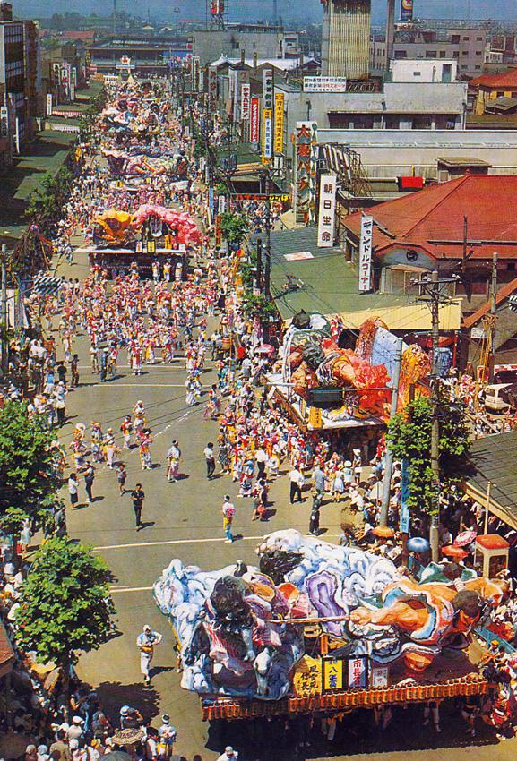 昭和41(1966)年8月7日、青森ねぶた祭の昼の運行 七日日の様子