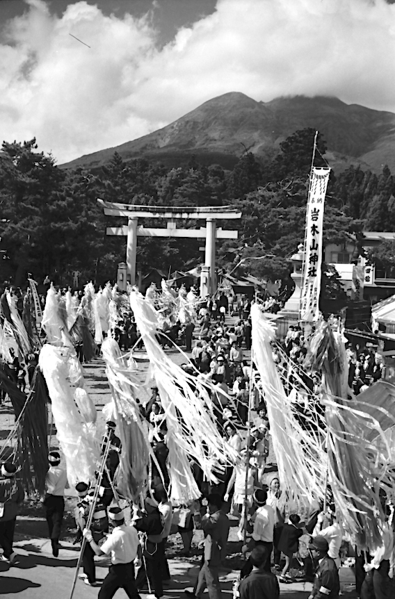 岩木山神社に到着した行列(藤巻健二氏撮影)
