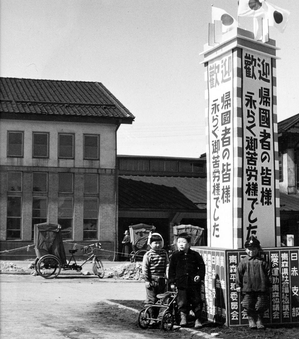 旧青森駅前の様子=昭和28年9月(平井克彦氏提供)