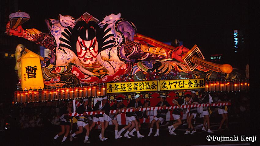 昭和時代の歌舞伎ねぶた(1983年/昭和58年、青森青年経営者協議会「暫」鹿内一生 作/提供:藤巻健二 氏)