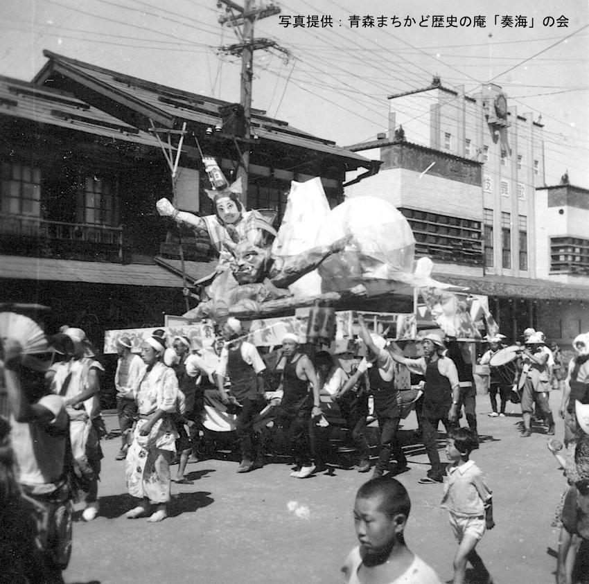 写真4 「桃太郎の鬼退治」 歌舞伎座前