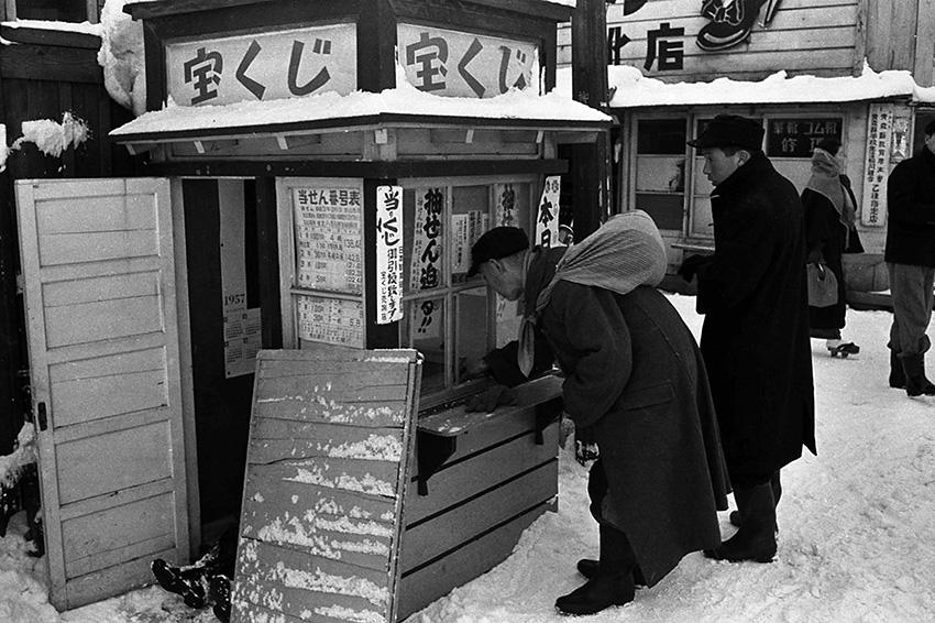 写真6:宝くじ売り場
